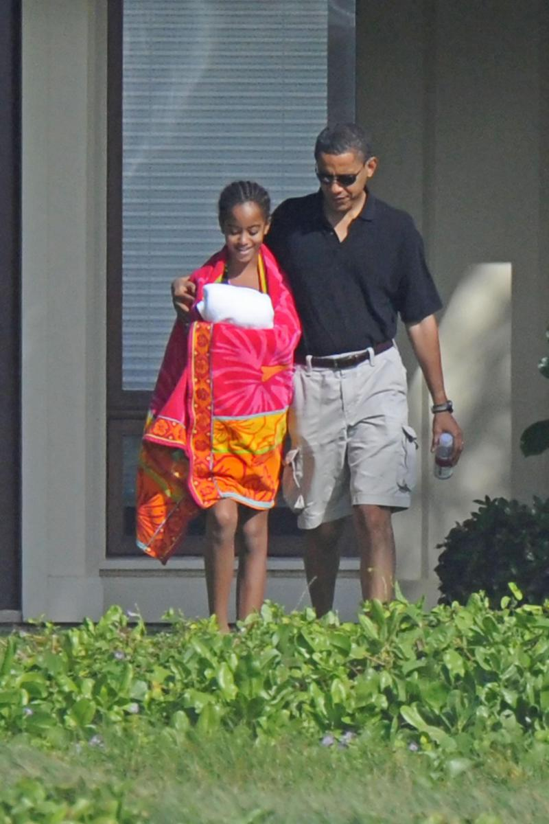 MALIA AND BARACK OBAMA ON CHRISTMAS EVE
