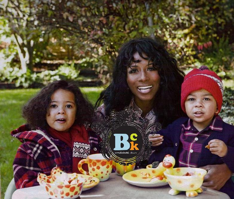 SINITTA'S FESTIVE HOLIDAY WITH KIDS AND SIMON COWELL