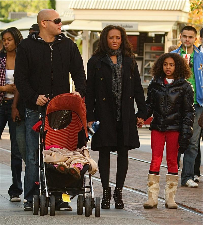MELANIE BROWN AND FAMILY ARE IN THE GROVE