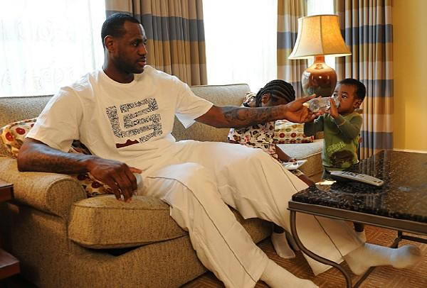 Lebron James Spends Time With Sons Bryce And Lebron Jr