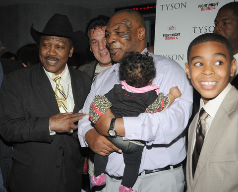 MIKE TYSON AND DAUGHTERS(AND SON) ATTEND PREMIERE
