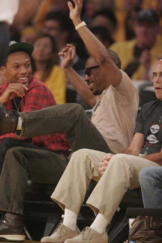EDDIE MURPHY AND SON TAKE IN A GAME