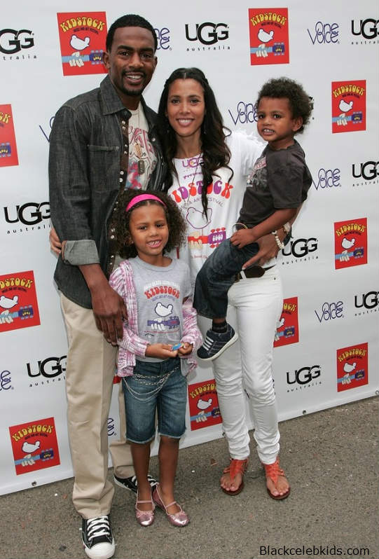 Bill Bellamy And Family Are All Smiles-7308