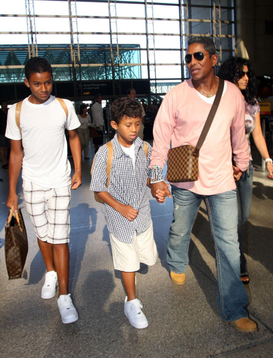 JERMAINE JACKSON LOSES LICENSE OVER UNPAID CHILD SUPPORT