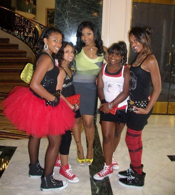 (L) to (R):Antonia Carter(C) with the OMG Girlz/Photo for use on Blackcelebkids.com