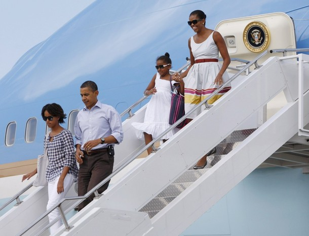 FIRST FAMILY ARRIVE AT MARTHAS VINEYARD