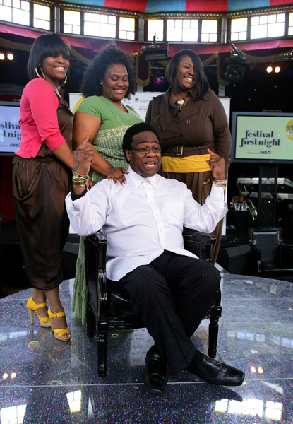 THE BIG KIDS' FILE: AL GREEN POSES WITH HIS DAUGHTERS
