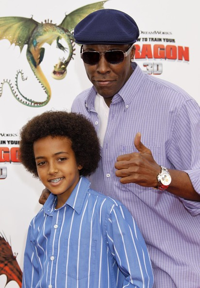 ARSENIO HALL AND SON ATTEND A PREMIERE