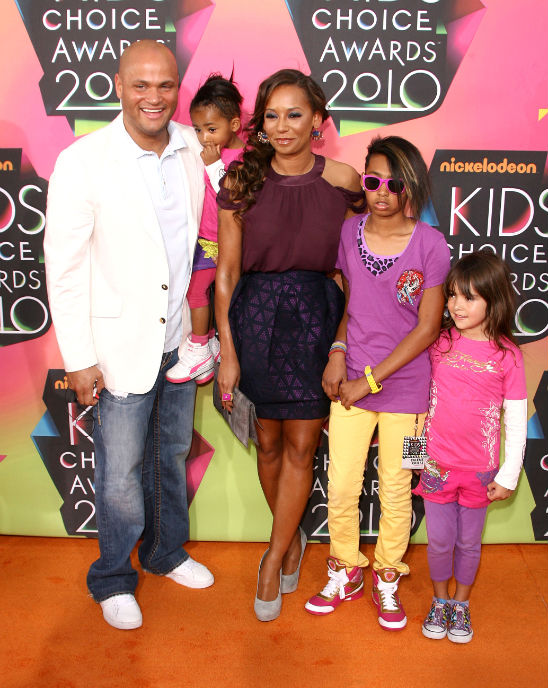 MELANIE BROWN AND FAMILY- 2010 KIDS CHOICE AWARDS