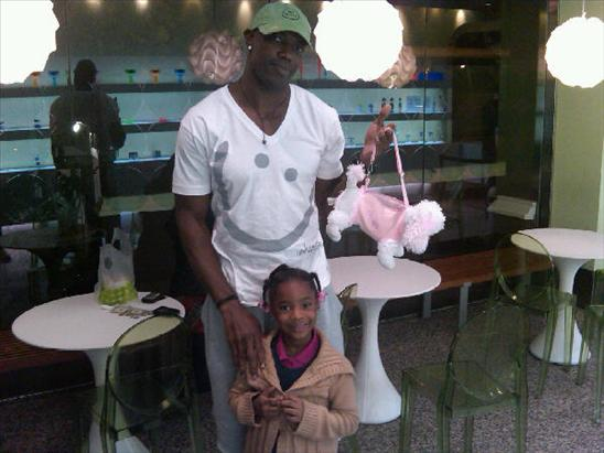 Terrell Owens And His Little Cutie Attend A Game