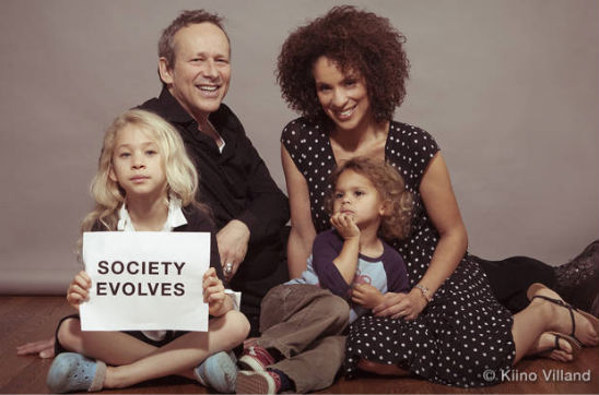 KARYN PARSONS IS '-MOMMY IN CHIEF'-