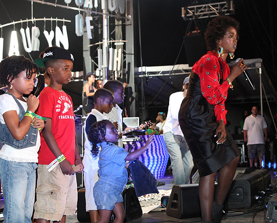 LAURYN HILL AND KIDS 'ROCK THE BELLS'