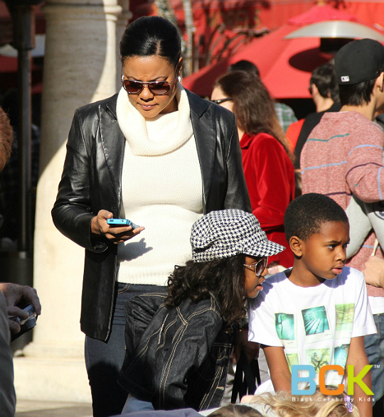 Lela Rochon And Her Shopping Sidekicks