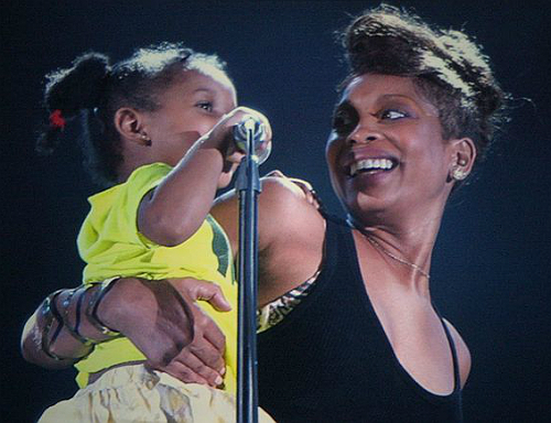 erykah badu and daughters sing a song about female empowerment