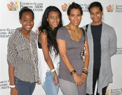 DAPHNE WAYANS AND DAUGHTERS ATTEND 'A TIME FOR HEROES ...
