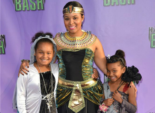 MECHELLE EPPS AND DAUGHTERS GIVE A ROYAL SHOWING AT HUB ...