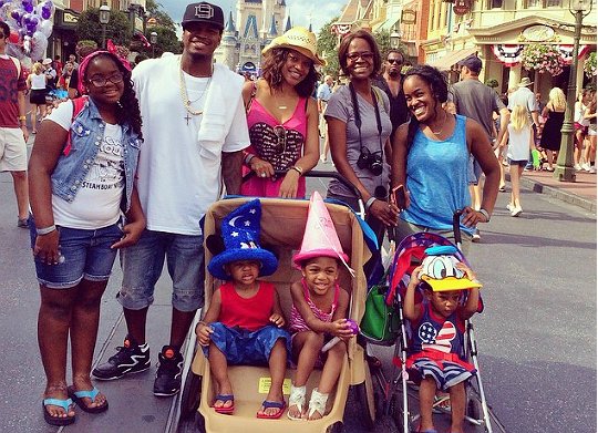 NE-YO, MONYETTA AND KIDS ENJOY A BIT OF DISNEY FUN