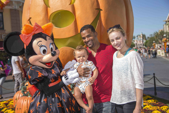 alfonso ribeiro and wife take son to disneyland for the