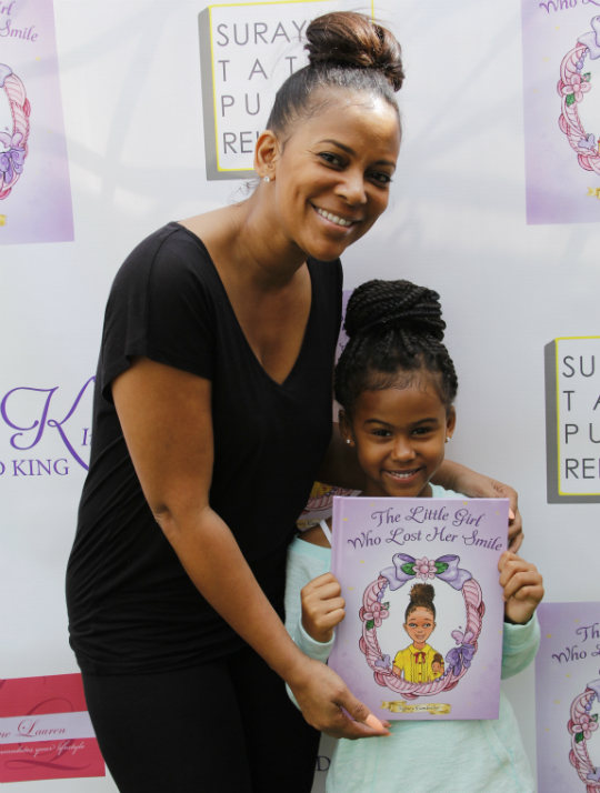 Tiffney Book Signing04367