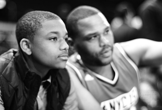 ANTHONY ANDERSON MAINTAINS A HEALTHY LIFESTYLE FOR HIS KIDS