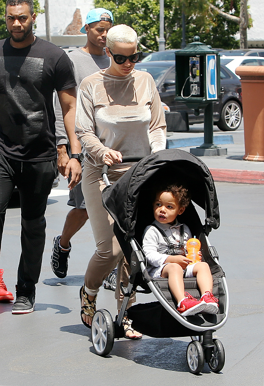 Amber rose goes on grocery run with her son