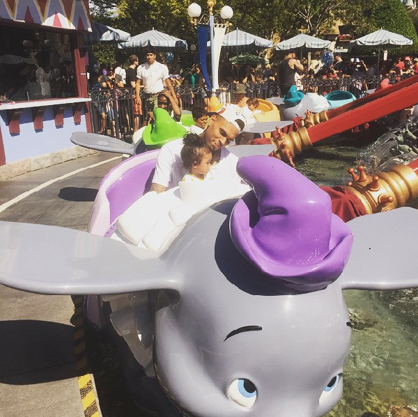 PHOTOS: CHRIS BROWN AND DAUGHTER GO TO DISNEYLAND