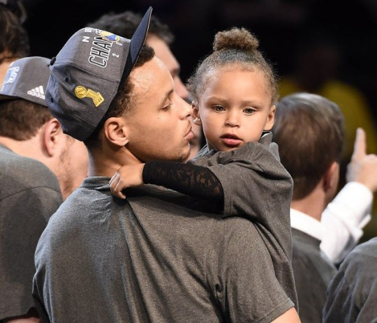 stephen curry celebrates nba championship with his family