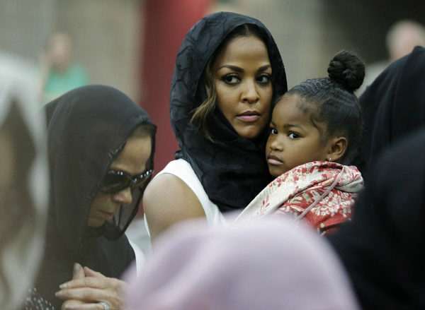 LAILA ALI AND FAMILY ATTEND MEMORIAL SERVICE FOR HER LATE FATHER