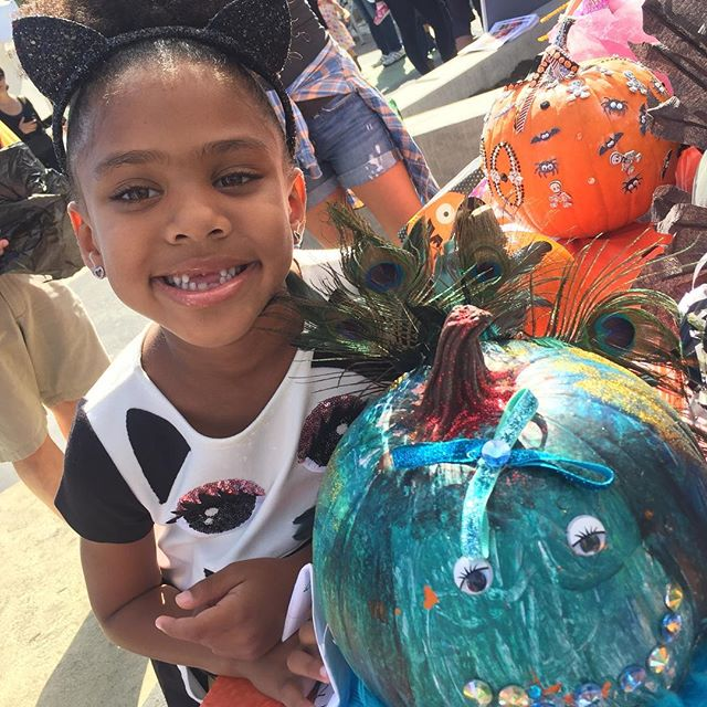 CALI DREAM IS 'SERIOUS' ABOUT THE PUMPKIN DECORATING CONTEST