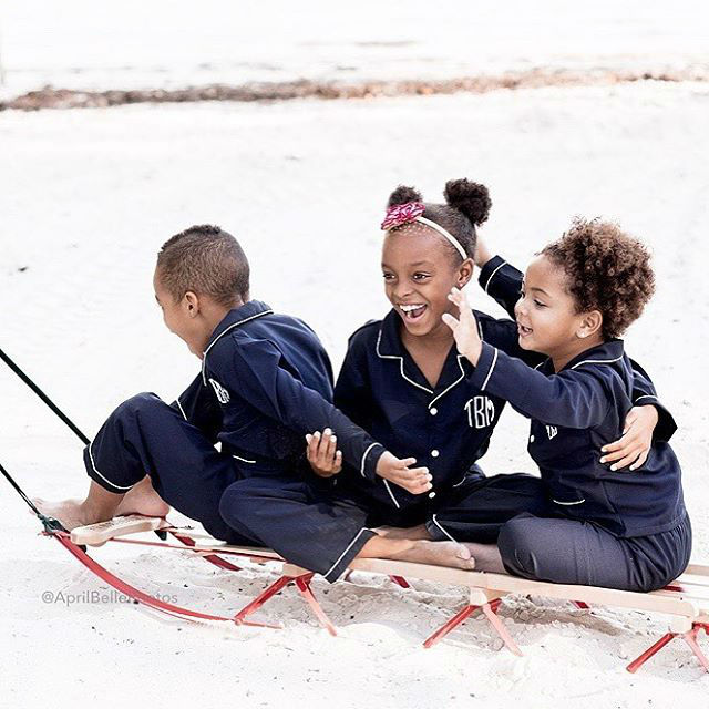 Chris Bosh and family pose in new Holiday photos.