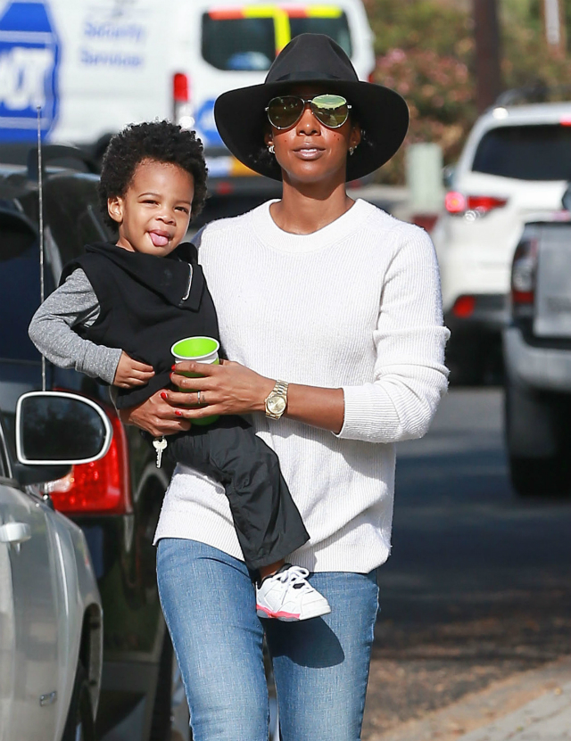 KELLY ROWLAND AND SON ENJOY A DAY AT THE PARK
