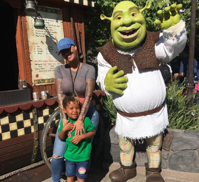 Boembox Viral News Weblog Home: SEBASTIAN THOMAZ HAD AN EVENTFUL WEEKEND WITH MOM AND DAD