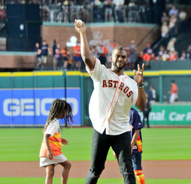 CHRIS PAUL THROWS FIRST PITCH AT HOUSTON 'ASTROS' GAME ...
