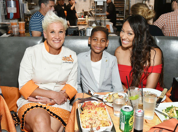 la la anthony and son stopthe spotted cheetah restaurant