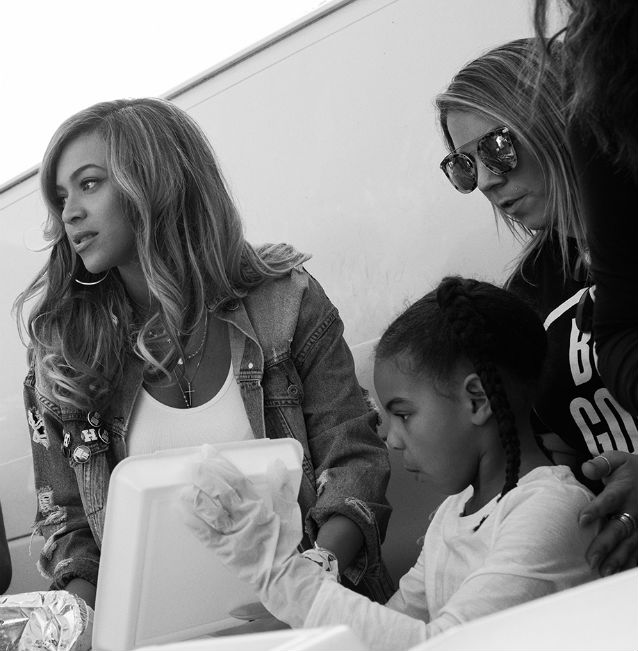 BEYONCE AND BLUE IVY CARTER COME IN THE NAME OF #BEYGOOD TO HELP HURRICANE HARVEY VICTIMS IN HOUSTON