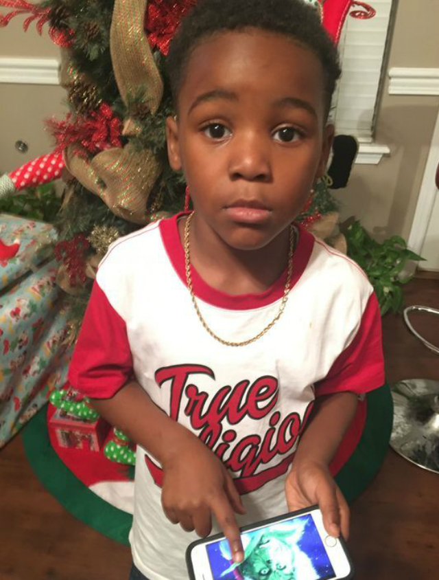 VIRAL KIDS: BOY CALLS 911 TO SAVE CHRISTMAS FROM THE GRINCH