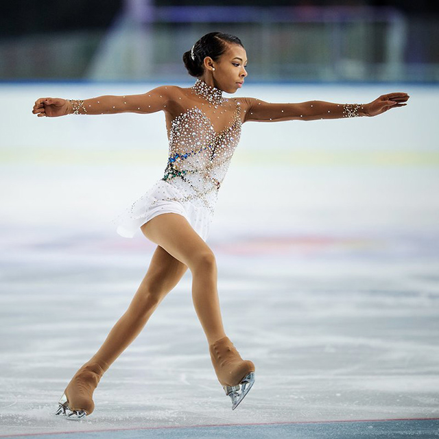 TEEN FIGURE SKATER COVERS WHITNEY HOUSTON IN CHAMPIONSHIP ROUTINE AND IT IS FLAWLESS