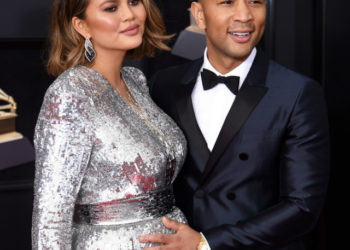 CHRISSY TEIGEN REVEALS THE SHE AND JOHN LEGEND ARE EXPECTING A BOY