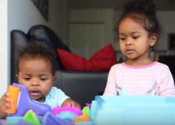 VIRAL SISTERS AMALAH AND NAYELY WANT TO TEACH YOU A FEW THINGS ABOUT MOON SAND
