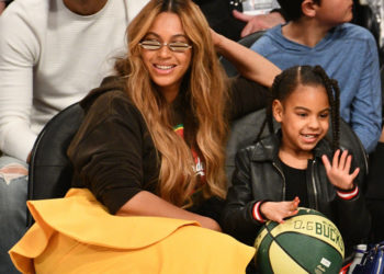 beyonce and blue ivy sit courtside at the nba all star game