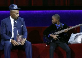"""TEN-YEAR-OLD LIL ASMAR WOWS STEVE HARVEY ON """"LITTLE BIG SHOTS"""" WITH GUITAR TALENT"""