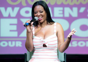 KENYA MOORE SILENCES FAKE PREGNANCY RUMORS WITH ATLANTA EXPO APPEARANCE