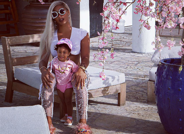 NO EXCUSES! JOSELINE HERNANDEZ PROVES THAT YOU CAN WORKOUT WITH YOUR KIDS