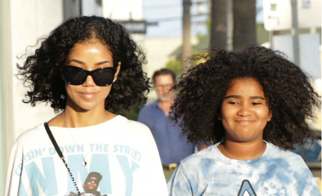 JHENE AIKO AND DAUGHTER NAMIKO TAKE A STROLL THROUGH LOS ANGELES
