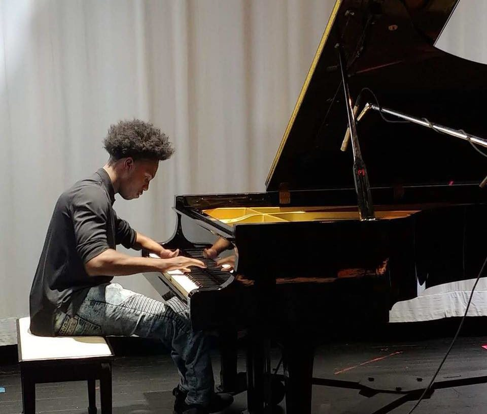 SEVENTEEN-YEAR-OLD VIRTUOSO BORN WITH THREE FINGERS IS MAKING HIS MARK IN THE MUSIC WORLD
