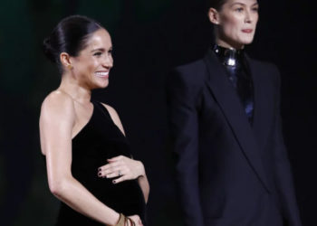 PREGNANT MEGHAN MARKLE BUMPS IT UP AT THE BRITISH FASHION AWARDS