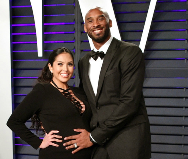 Kobe Bryant And Wife Vanessa Bryant Bump Around Oscar After