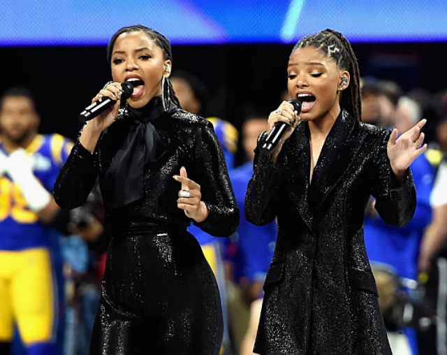 CHLOE AND HALLE SING 'AMERICA THE BEAUTIFUL' AT SUPER BOWL 2019