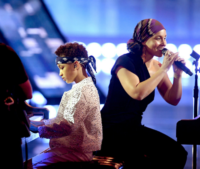 ALICIA KEYS' SON PERFORMED WITH HER AT THE iHEARTRADIO AWARDS