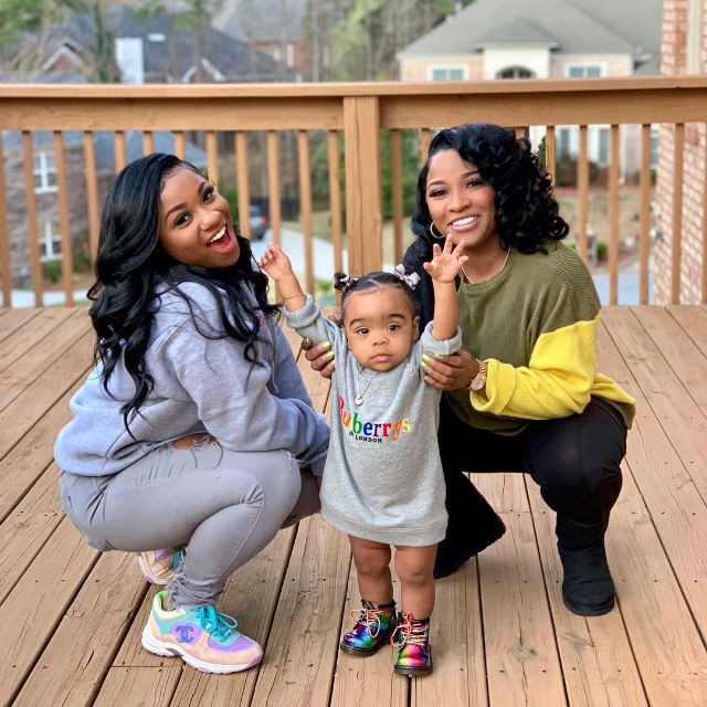 REGINAE CARTER SHARES ADORABLE PHOTOS OF HER FAMILY AND GETS SLAMMED FOR DOING THIS